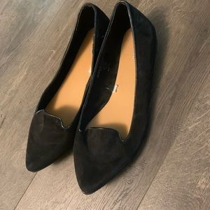Black velvet pointed loafers